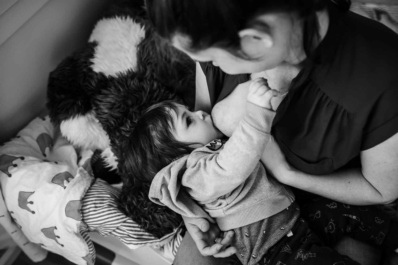 Milton family low res-3418.jpg breastfeeding photography