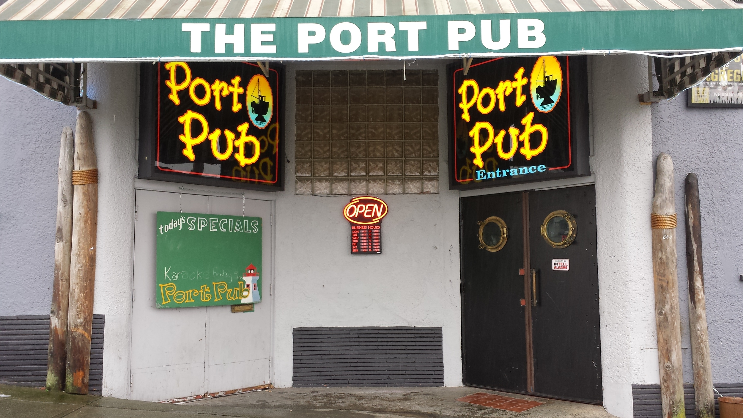 port sports pub entrance