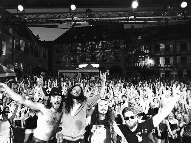👏What a night in Barr, Fr for @Festival clair de nuit !! 👏 . .  Quelle superbe façon d'achever cette tournée Européenne, beaucoup trop d'émotions en ce moment, we are overwhelmed! 🔥🔥 . .  Merci du fond du coeur à vous tous, we will be back for you soon! 🤘 . .  NÖYZE
