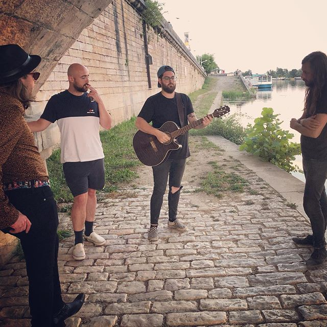 We are starting our #igtv channel! We will be posting our full length videos on IG very soon, starting with our little live session under a bridge in France 🍻 .. . WE WILL BE DOING A Q&A TOMORROW AT 2 PM !!!!! (7pm Uk / 8 pm Euro) . . Shoot us your questions either by DM or on the comments bellow 👇👇👇! . . -NÖYZE-