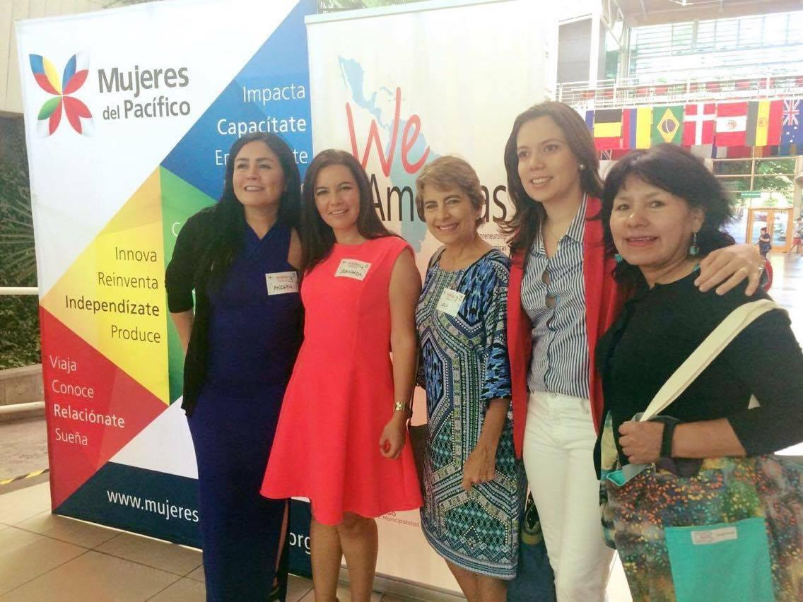 WEAmericas del programa del 2014. Andrea de Chile, Bernarda de Ecuadro, Ceci de Costarica, yo y Zonia de Bolivia. (de izquierda a derecha) ¡Gracias Bernarda por la foto!
