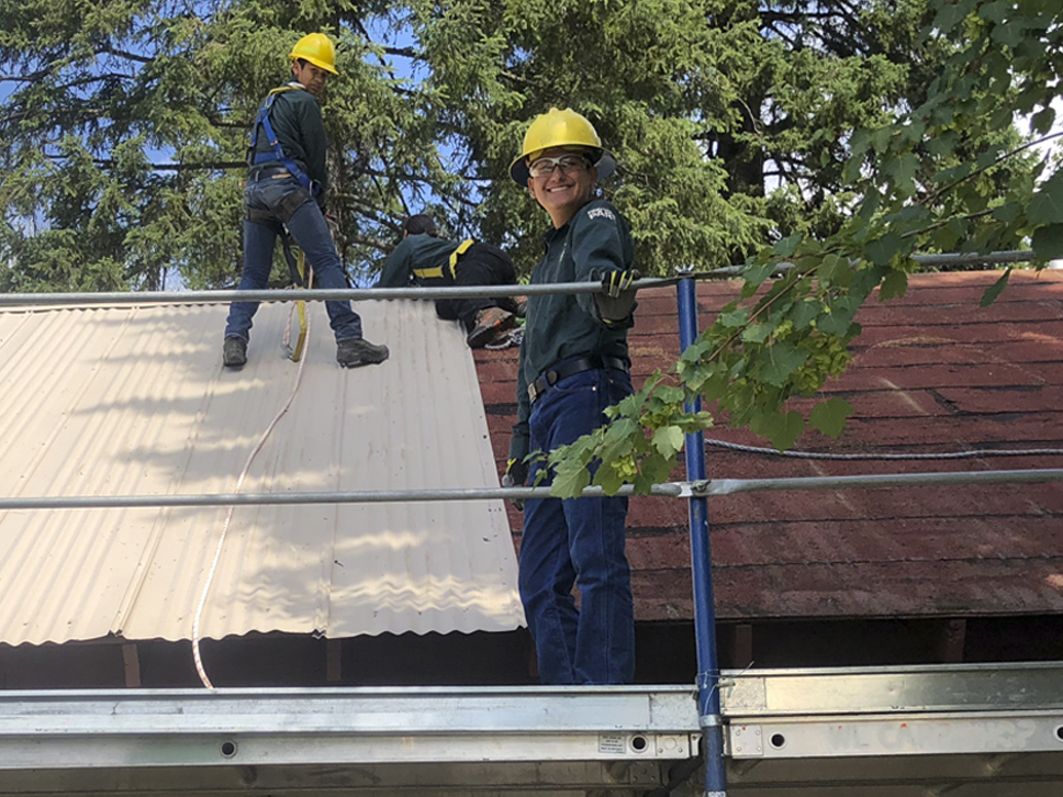 Left to Right: Jeremy, Angel, Adaline, and Rafael working on removing metal roofing.