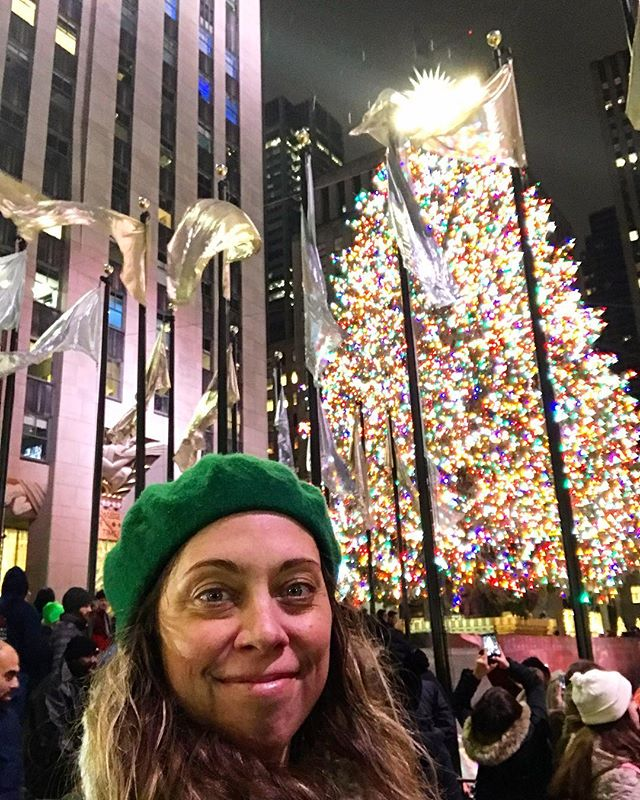 After walking my LA butt all around NYC all week for work (so exhausted! 😴), I finally made it to this big ole 🎄in Rockefeller Plaza with all the most Christmasy vibes! Hit up FAO Schwartz, ate a 🌭 & hot 🥜 & now I've done it all! Bye Big 🍎! 🌃 See you next time! ✨❤️