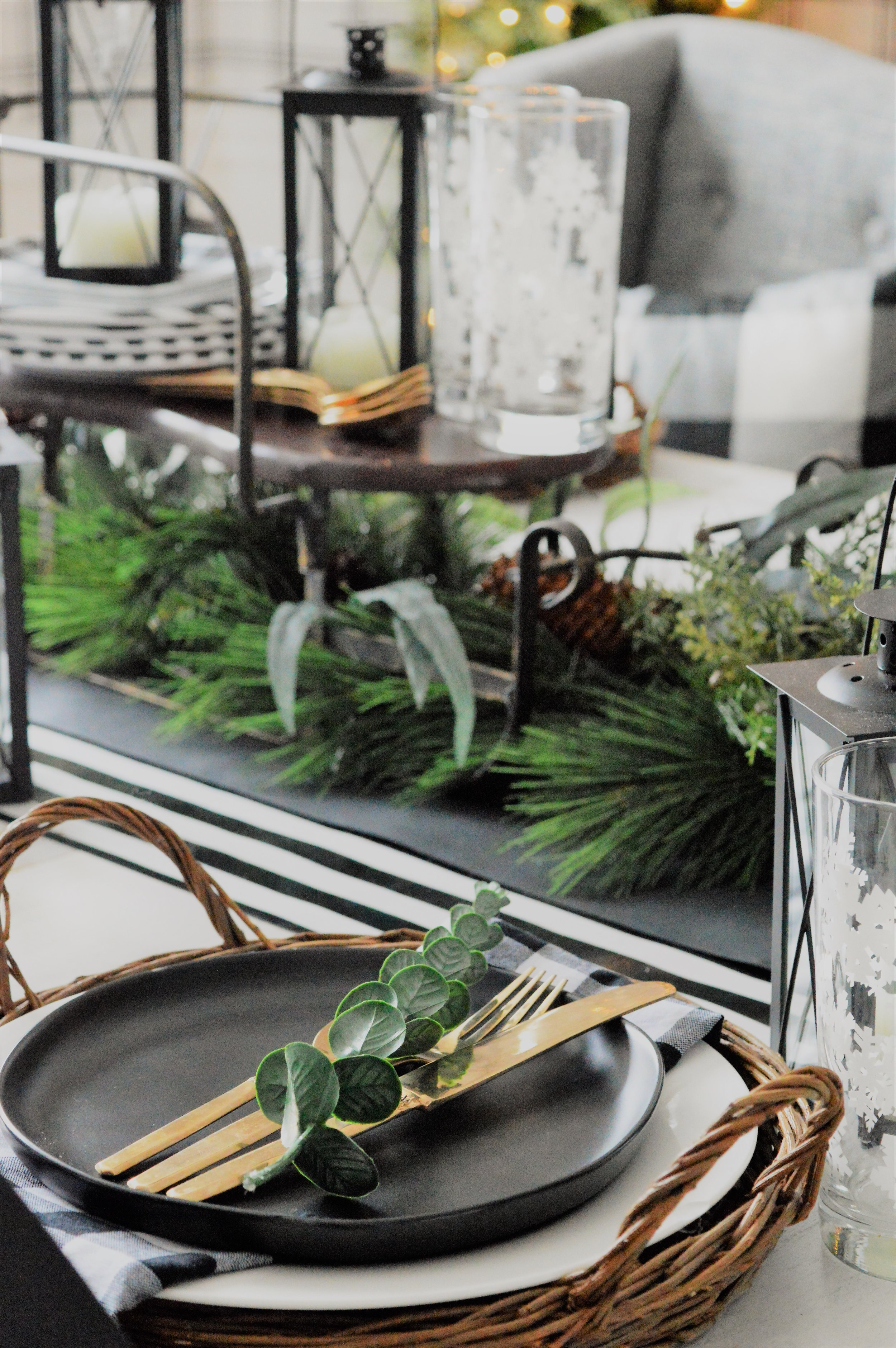 Christmas Dining Room tablescape