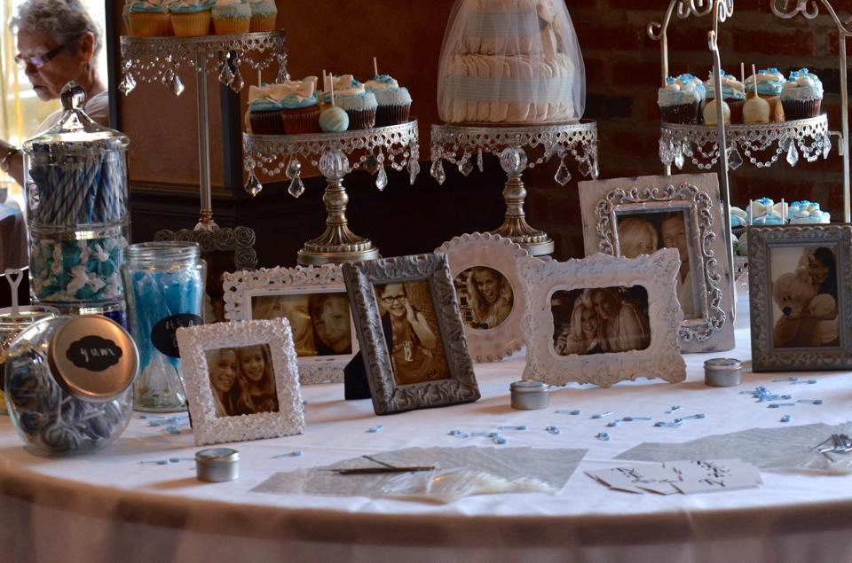 photo:cupcake table.jpg