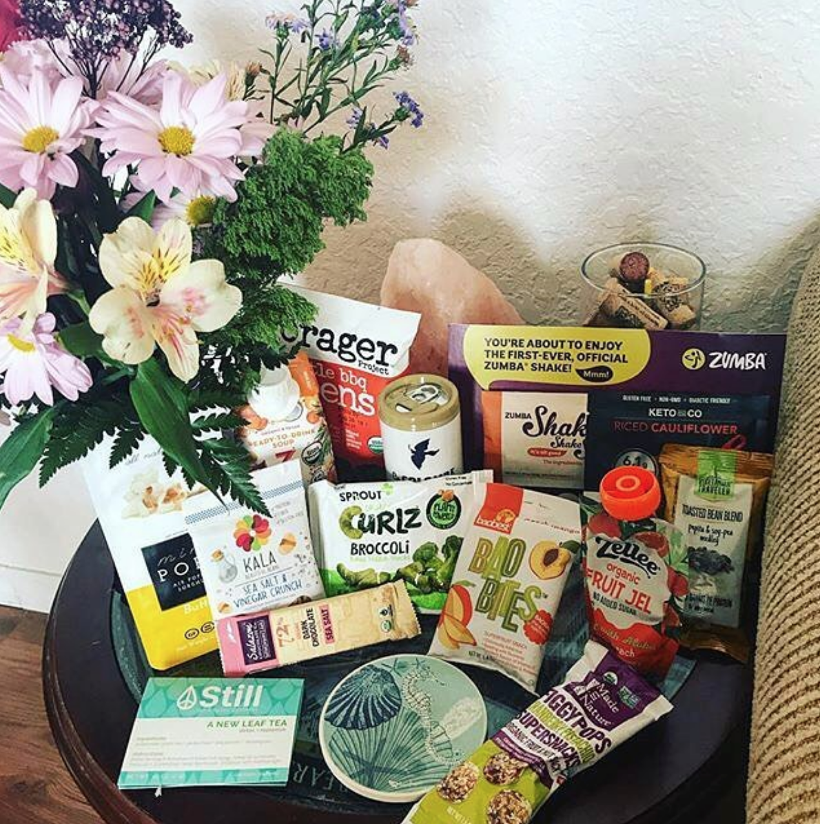 Get ready to indulge in Vegan goodness ♡: - ↦ Free shipping to the United States↦ 10+ delicious goodies per box↦ Yummy & Healthy all at once↦ Lot's of gluten-free options↦ Mix of full & sample size snacks↦ Cancel your subscription at anytime