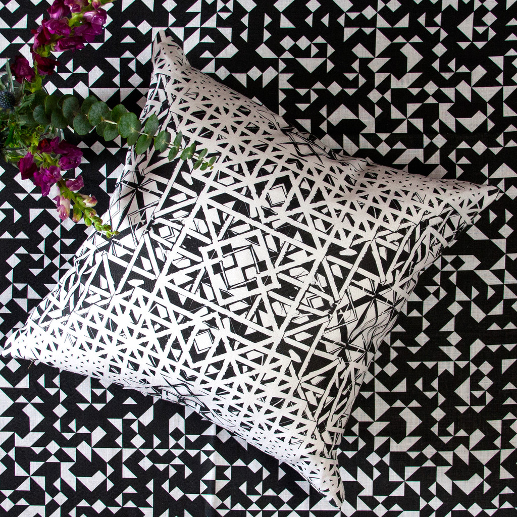 Antwerp Cushion on Izmir