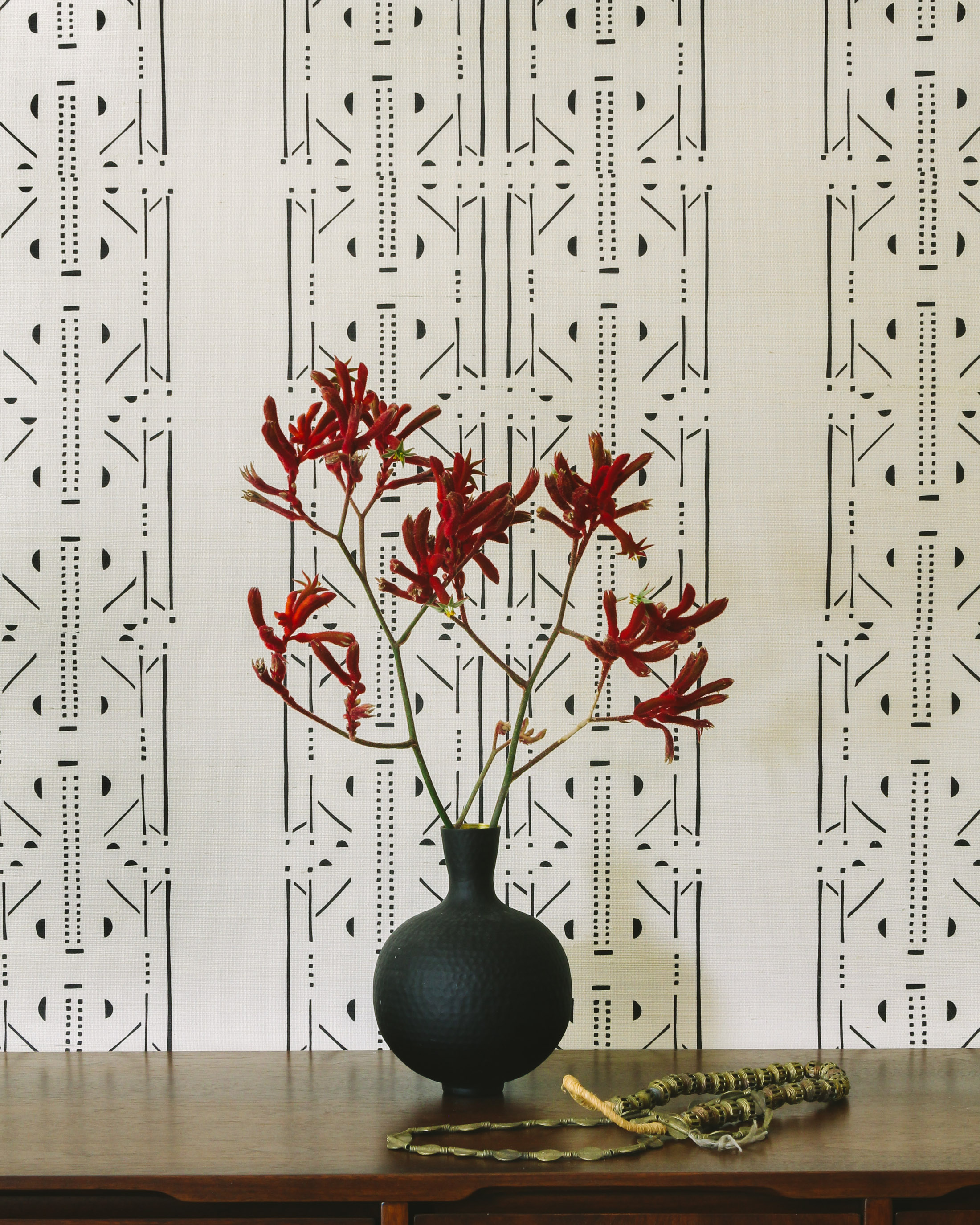 Akan Onyx Grasscloth Wallpaper Install