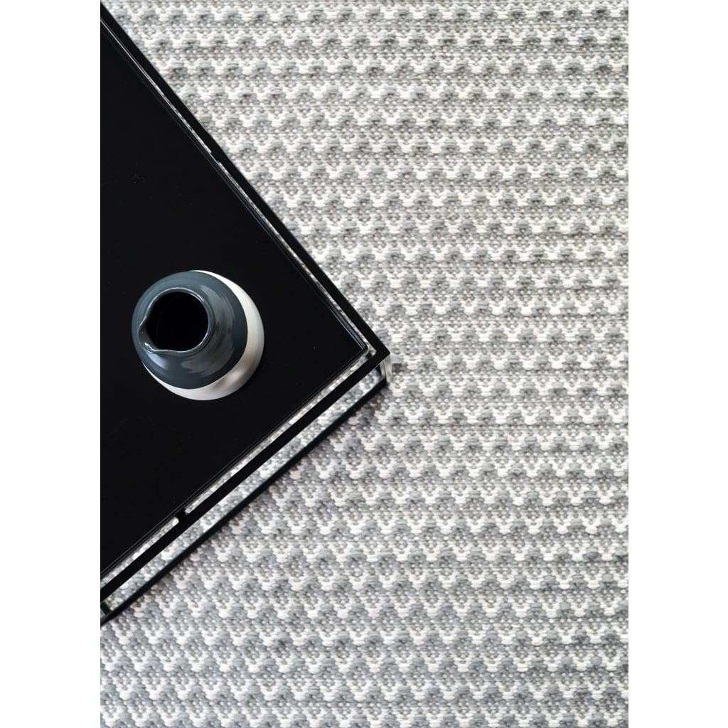 Roque Noir Luxury Flat Weave Rug