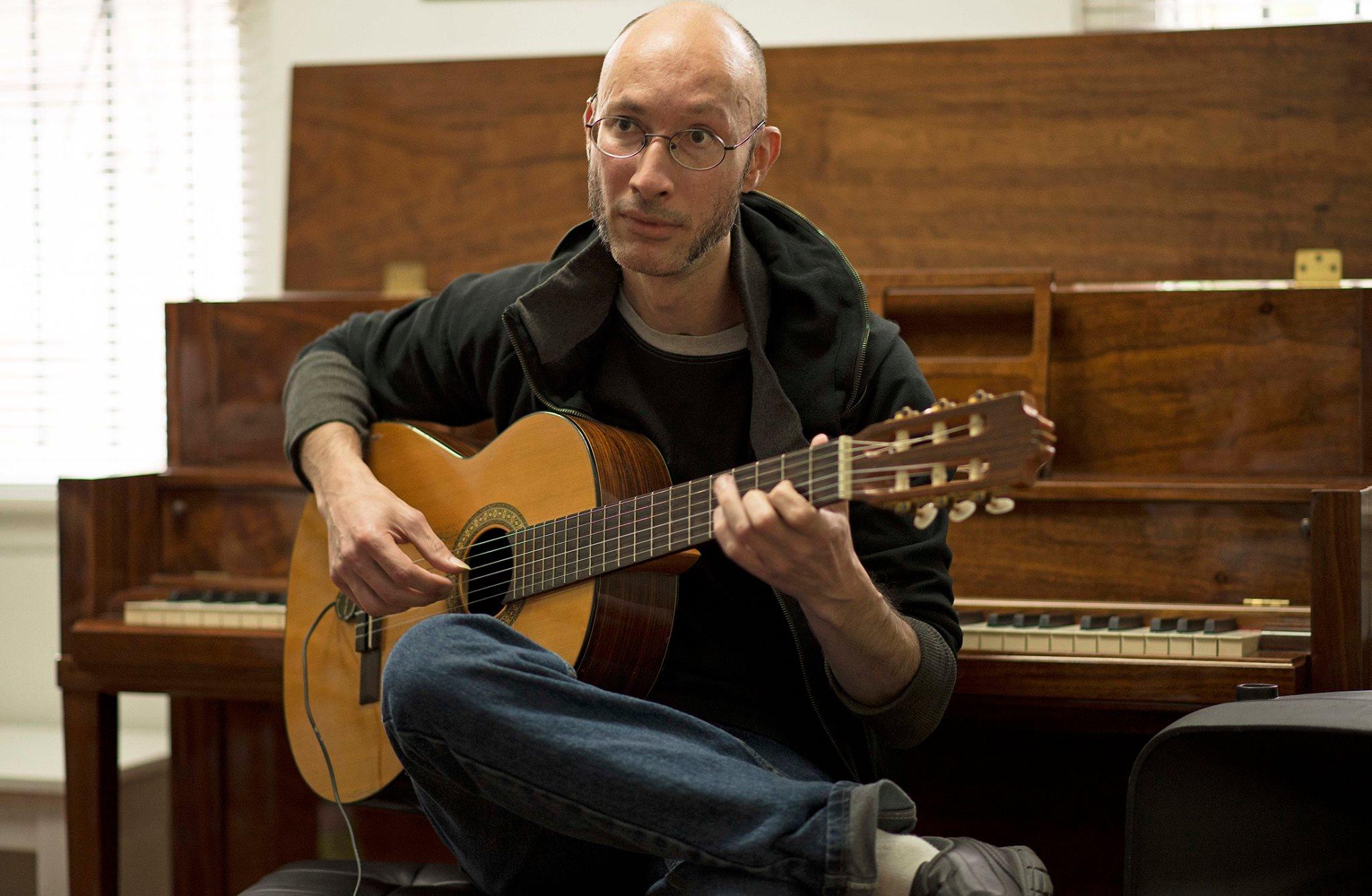 Xavier Paez, Guitar