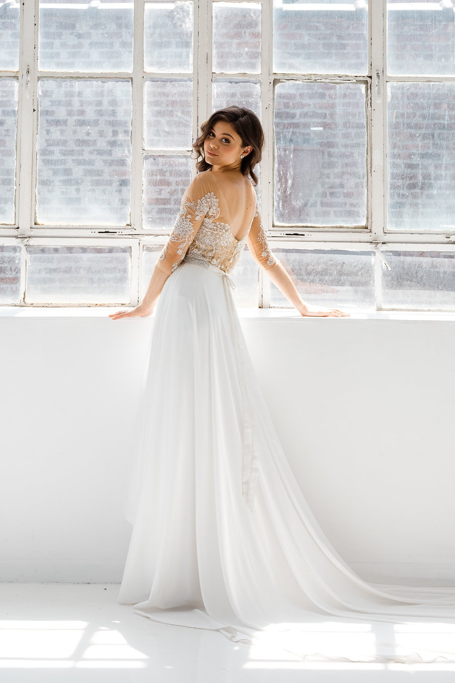 26A.+Reese+Front-Rebecca+Schoneveld-2-153_sweetheart_neckline_modern_ball_gown_simple_with_pockets_and_buttons.jpg