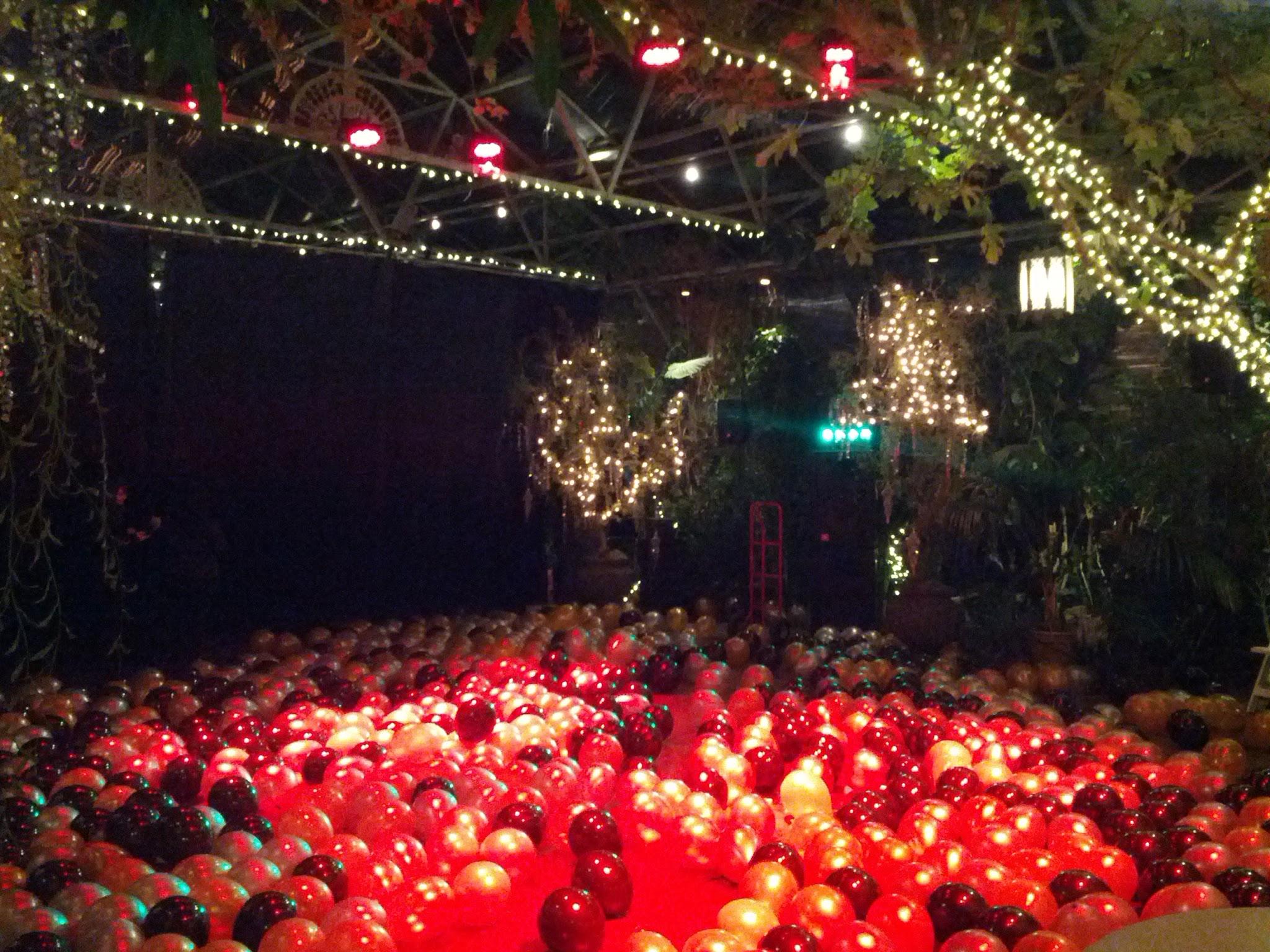 1,000+ balloons on the dance floor!