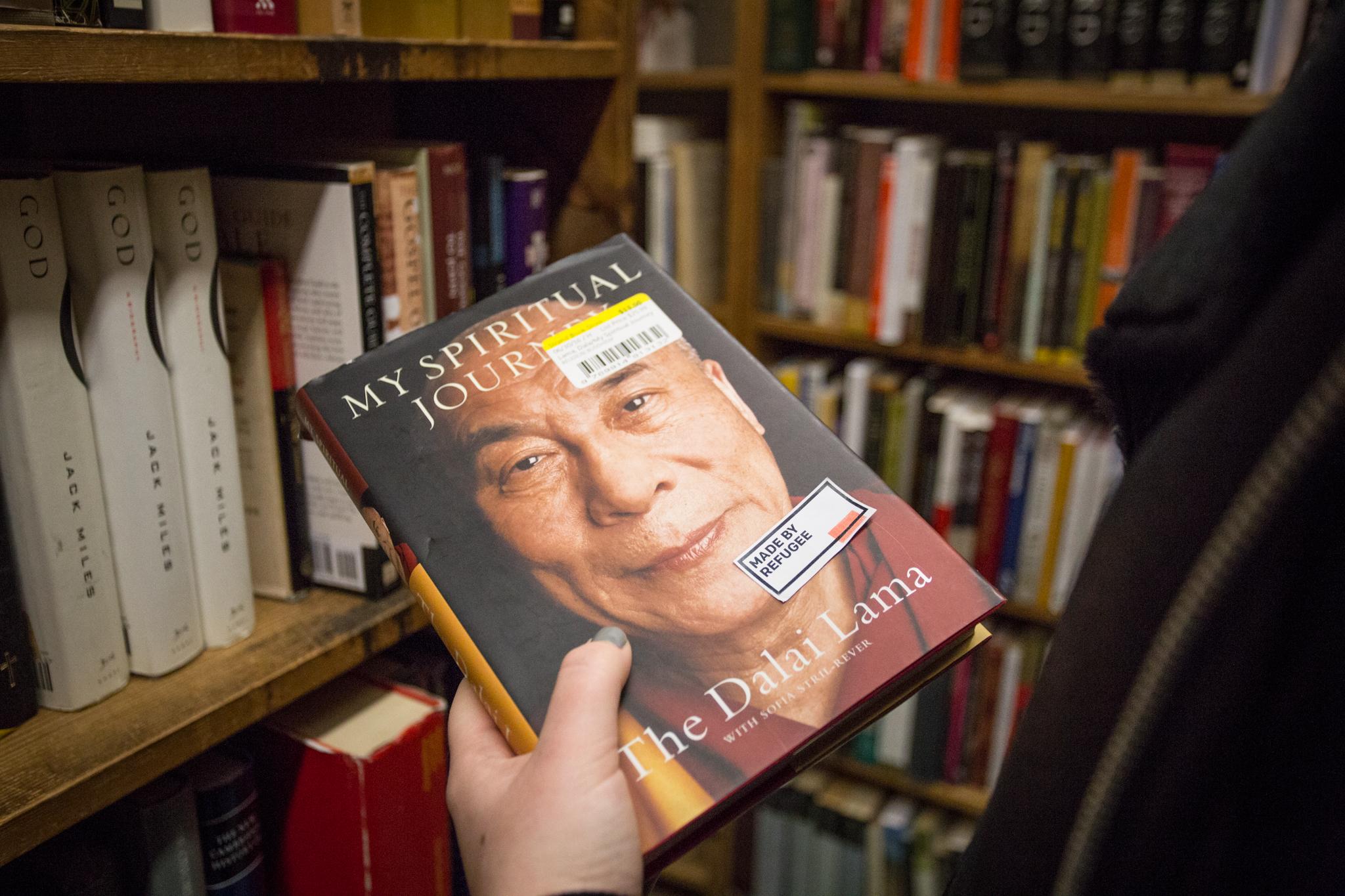 Tenzin Gyatso - 14th Dalai Lama, Champion of peace - Chinese refugee