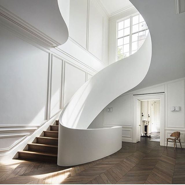 Love this sexy stair. Be bold! . #stairdesign #allwhiteinterior #herringbonefloor #timberfloor #sexystair #kajainspired #kajaloves #stunninghome #designyourspace #sydneyinteriordesign #bostontownhouse  @stevenharrisarchitects love it!