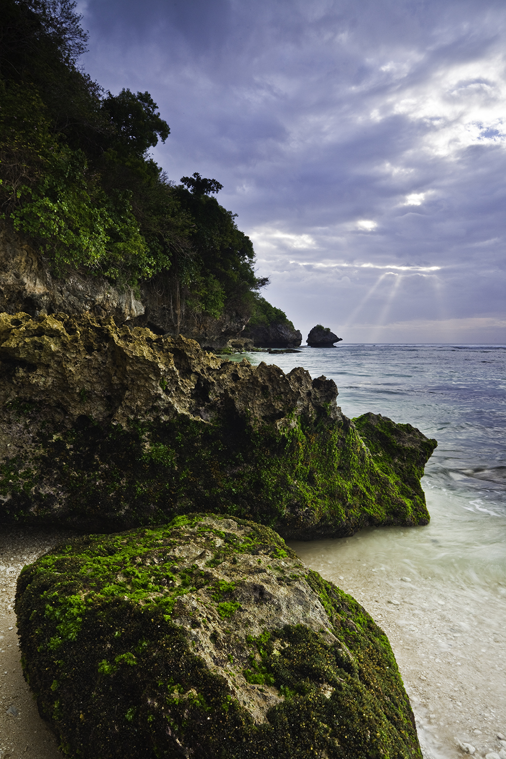 nature_Bali_rock_ocean_sunset_ray_8018.jpg