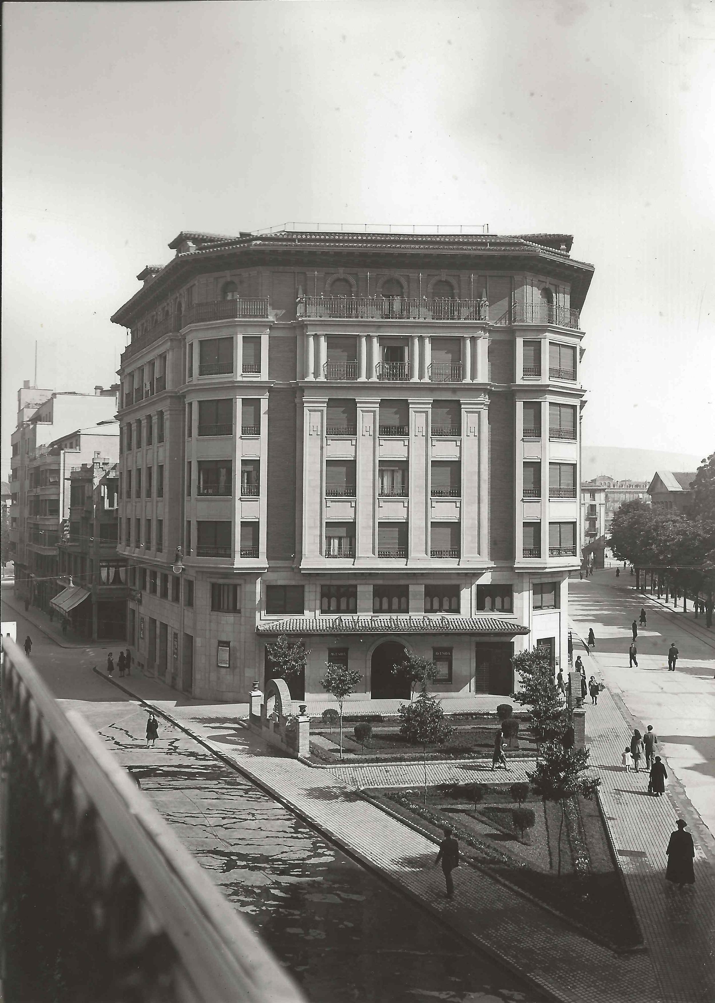 Fotografía de la Avda. San Ignacio cedida por el Archivo Municipal del Ayuntamiento de Pamplona (1944).