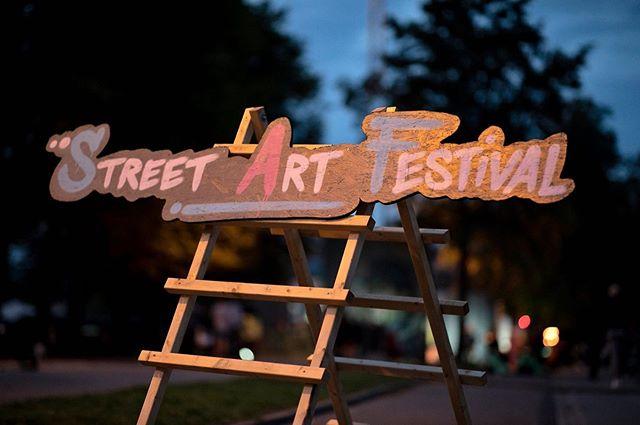 For tredje år i træk står galleriet i samarbejde med @aarhusfestuge for årets Street art festival til Aarhus Festuge fra d. 31 august - d. 8 september 🔥 Danske og international kunstnere indtager endnu en gang Byparken og forvandler den til en kunstnerisk oplevelse 🎨🔥☀️ #Street #Art #Festival #AarhusFestuge #Bypark #StreetArt #Graffiti #Kunst #Aarhus #International #Festival #Kunstnere #StreetArtFestival #Projekt #Exhibition #Udstilling #Tour