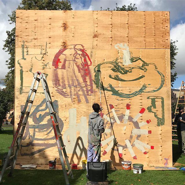 Rådhusparken i farverig forvandling under @aarhusfestuge 🎨🔥☀️ Over 16 internationale kunstnere udsmykker 5x5 vægge hele ugen ☀️ Kig forbi, kig her og på Facebook og følg hver kunstners udvikling 🔥  #Kunst #Kunstner #Aarhus #Festuge #PublicArt #StreetArt #GraffitiArt #AarhusFestuge #Maling #Graffiti #Festival #Photo #Udstilling #Exhibition #Artist #WallArt #Udsmykning #Photo