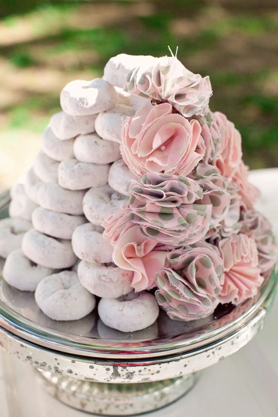 powdered-donuts-wedding-cake.jpg