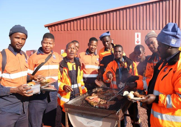 Proud MDX employees celebrating 4 years without any LTIs with a well-deserved braai.