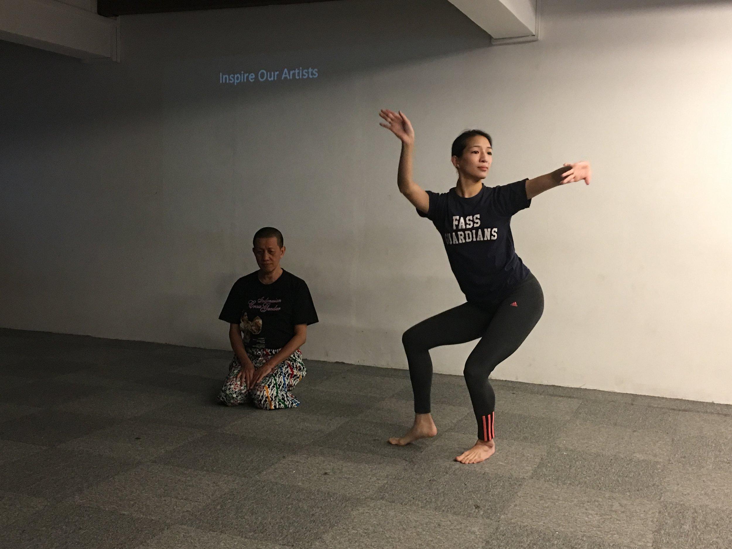 Chinese dance practitioner Elizabeth Chan (standing) with one of the pioneers of classical cross-gender Javanese dance, Didik Nini Thowok.
