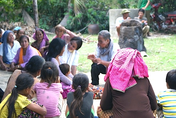 Ceremony evicting unwanted spirits from a house, Cham Imam Sann community in O Russei