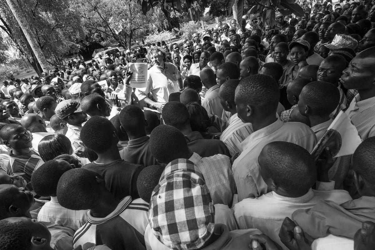 thumb_slide_4220431_TownMeetingwithDadHoimaUganda2010.jpg