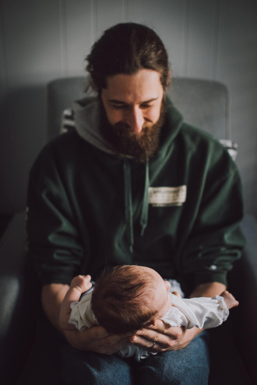 baby-with-dad-newborn-lifestyle-photography21.jpg