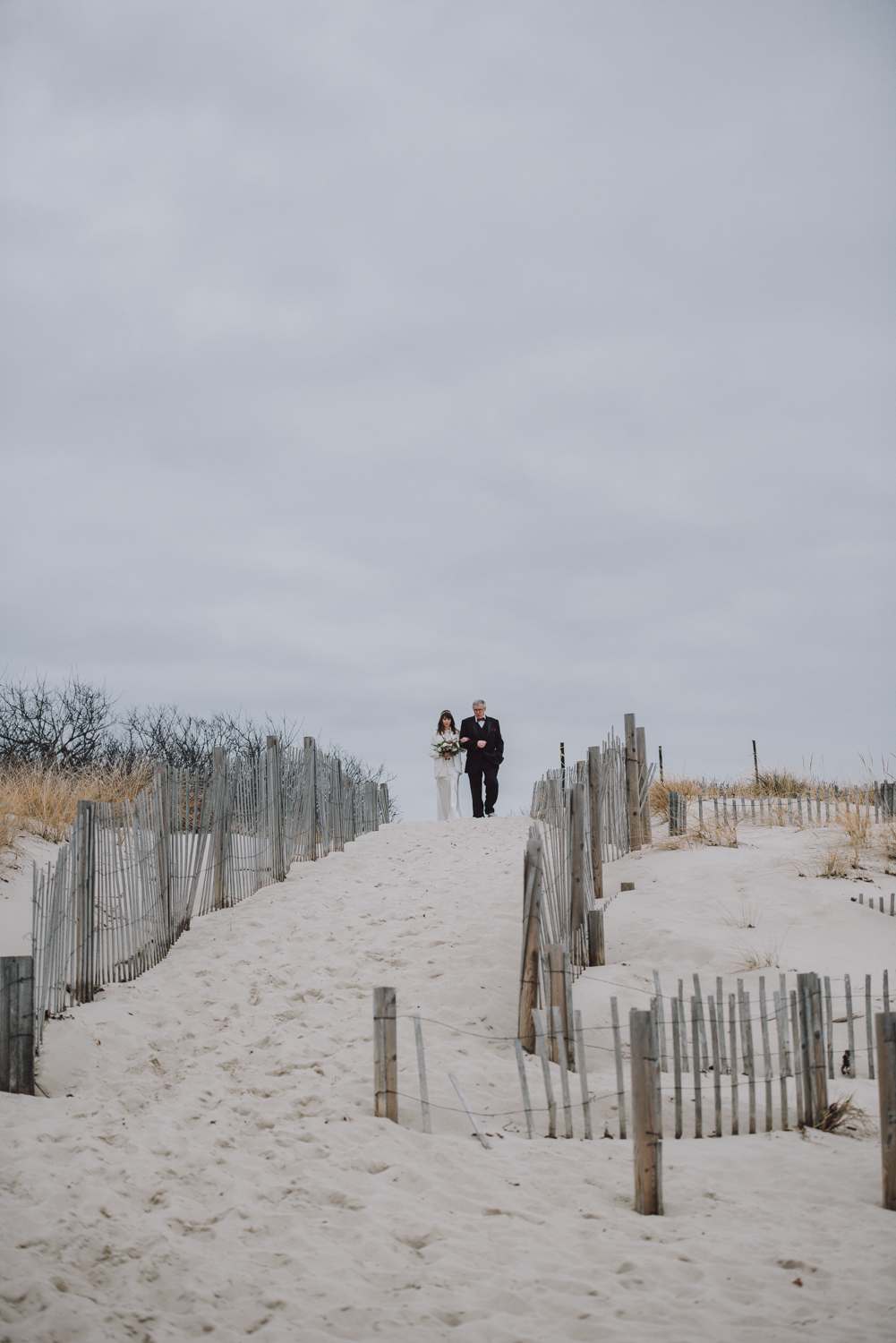 len_lynne_wedding_ceremony_lamberts_cove_beach_west_tisbury-2187.jpg
