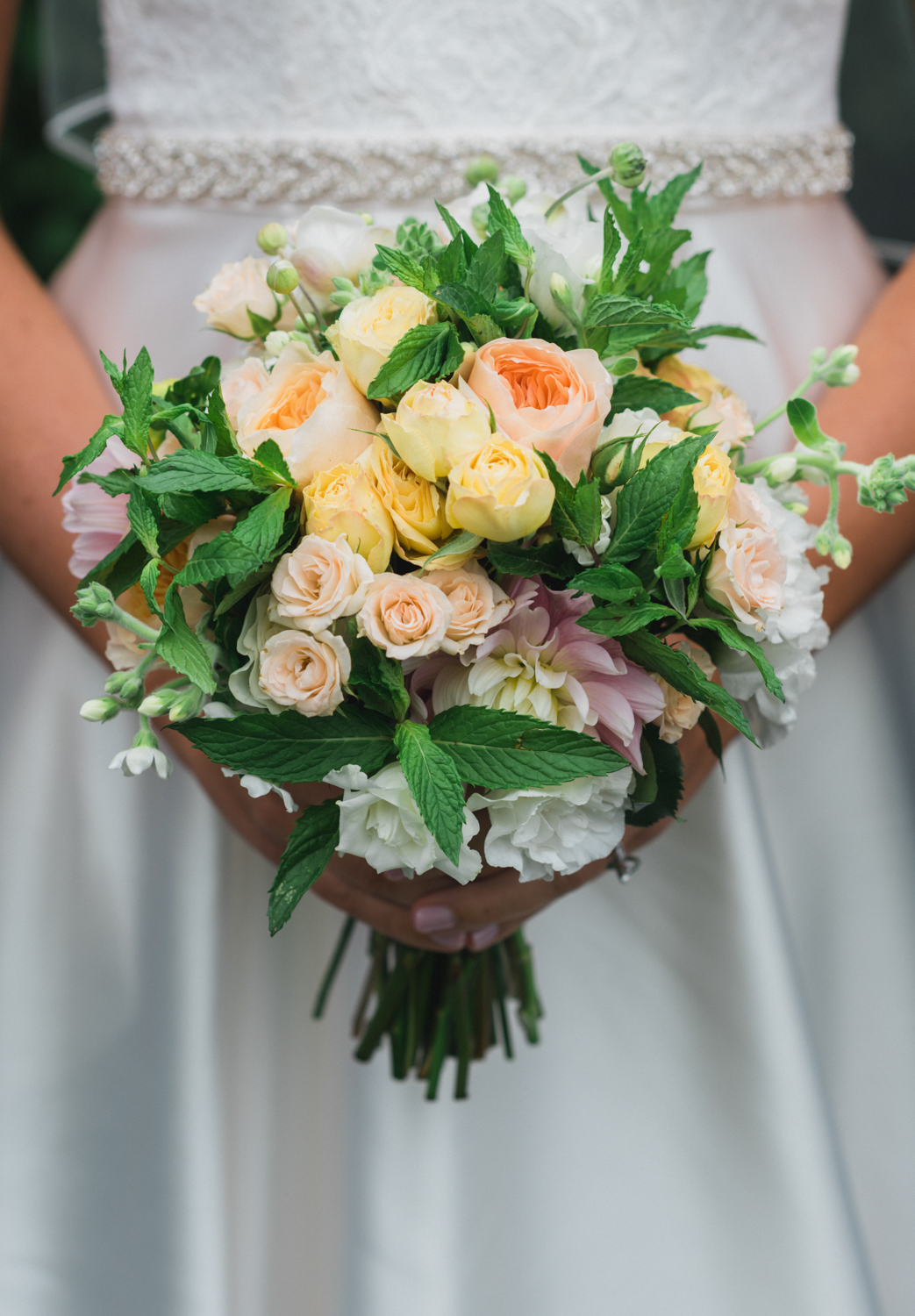maureen_evan_bridal_wedding_bouquet_by morrice_florist_marthas_vineyard-3175.jpg