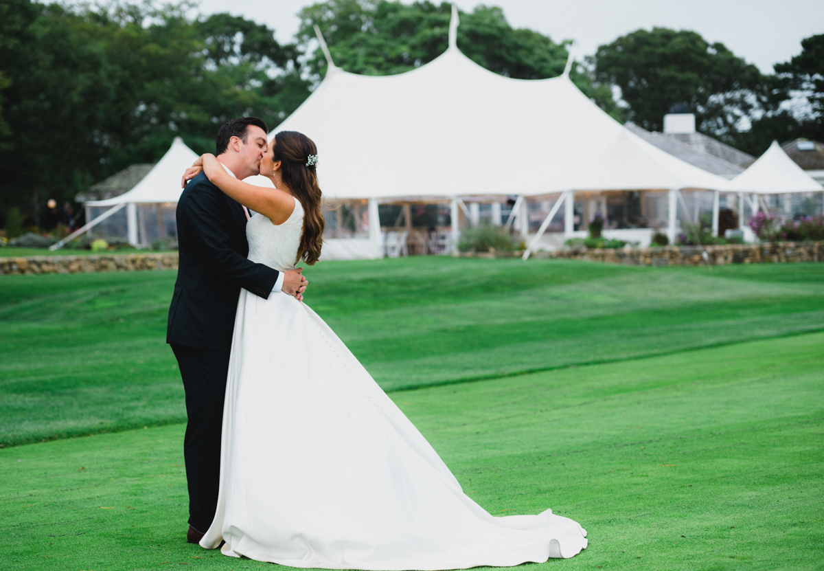 maureen_evan_wedding_marthas_vineyard-9982_bride_groom_farm_neck_golf_club.jpg