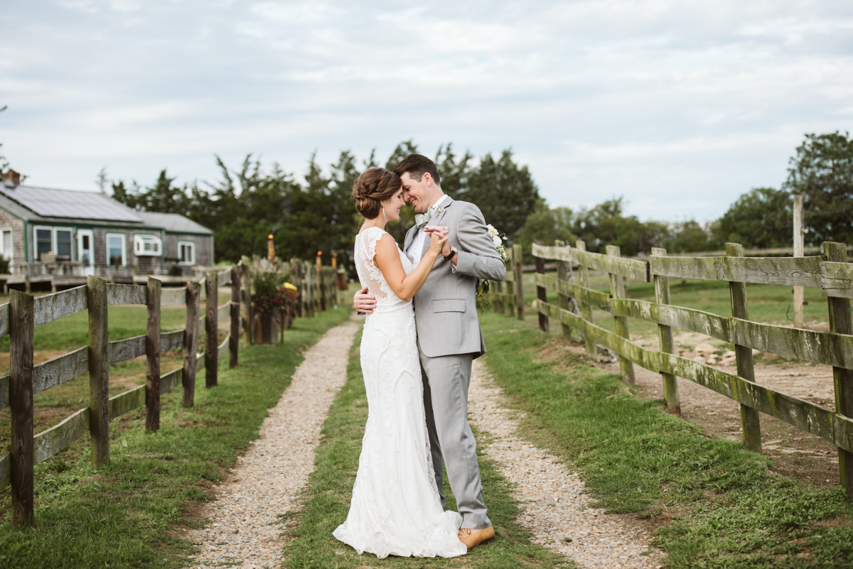 ashley_jeff_marthas_vineyard_wedding_pond_view_farmDSC_0270.jpg