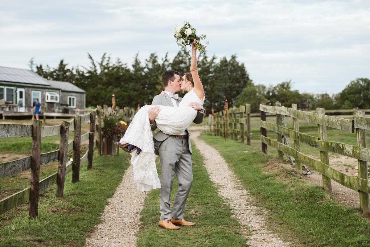 ashley_jeff_marthas_vineyard_wedding_pond_view_farmDSC_0242.jpg