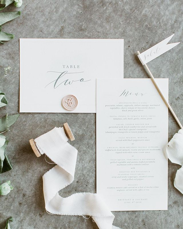Champagne flags? Yes please! ✨Still adore every detail from this wedding, style & planning @toast.events photo @laurakellyweddings