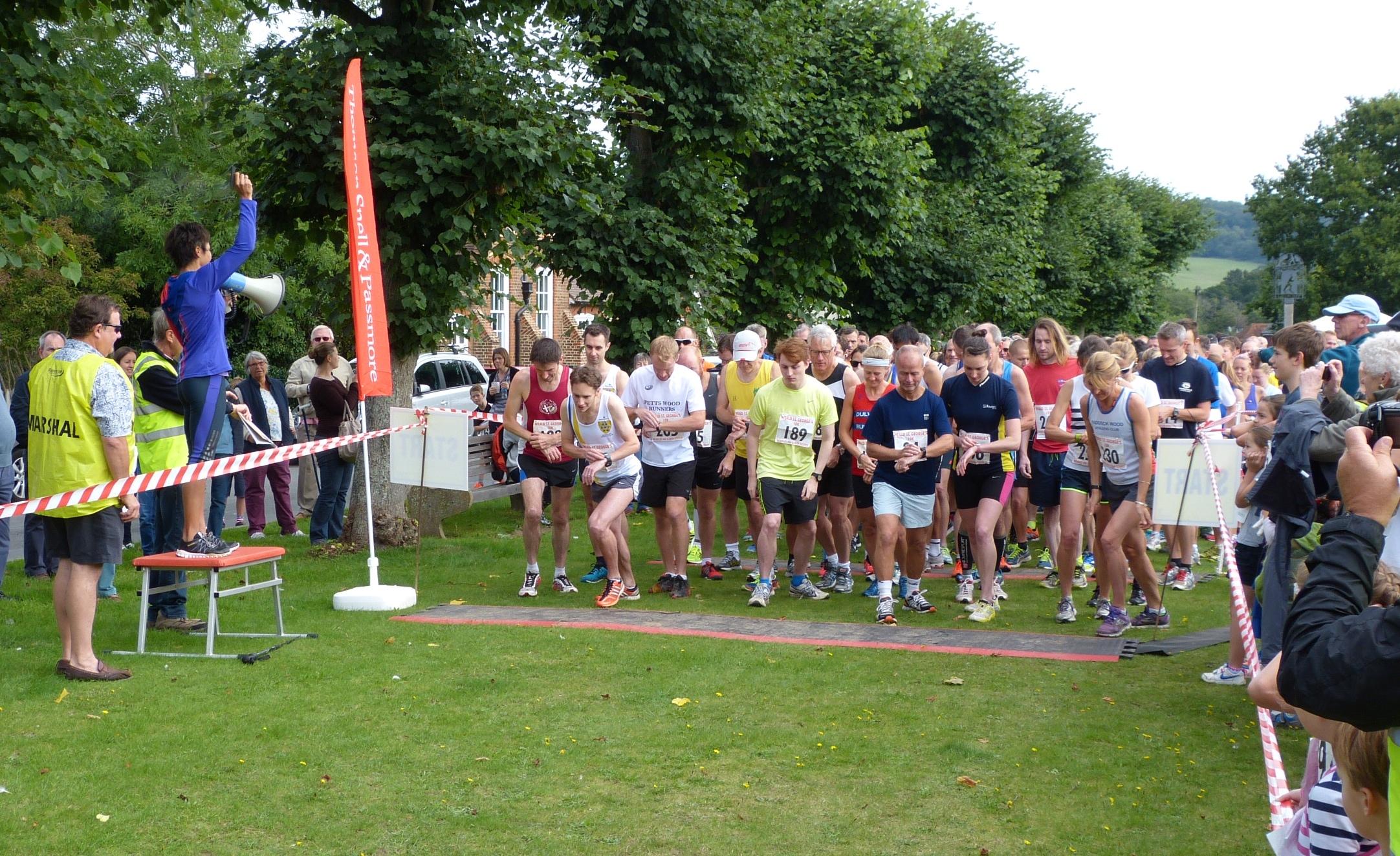 Dame Kelly Holmes starts 2015 race