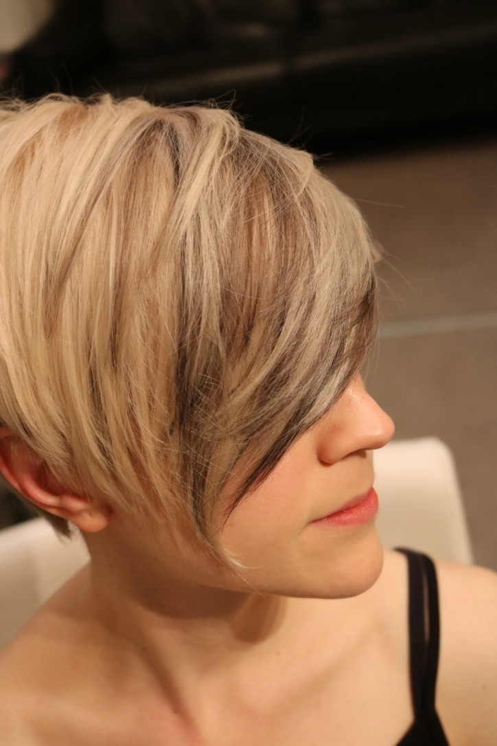 On the one side: a wearable cut with ash blonde and more adventurous blue-violet streaks