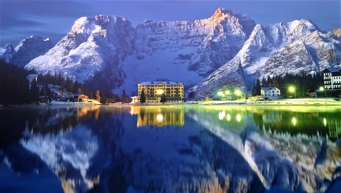 Lake Misurina at the foot of the Dolomites (Italy) - Photo by M. Raduc