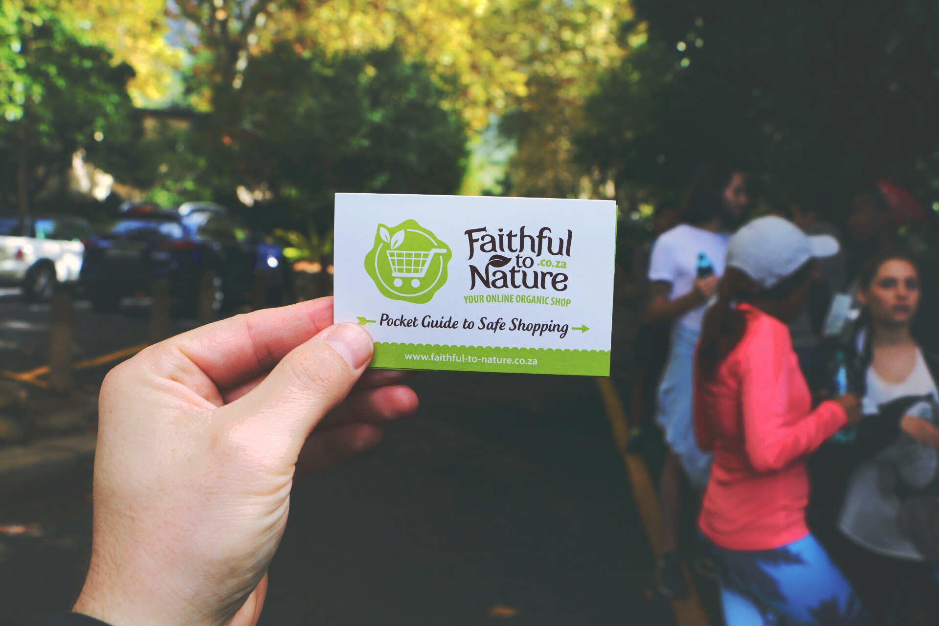 APPLES, WATER, AND A FAITHFUL TO NATURE POCKET GUIDE TO GREEN SHOPPING - THE MAKINGS OF A SIMPLE GOODIE BAG