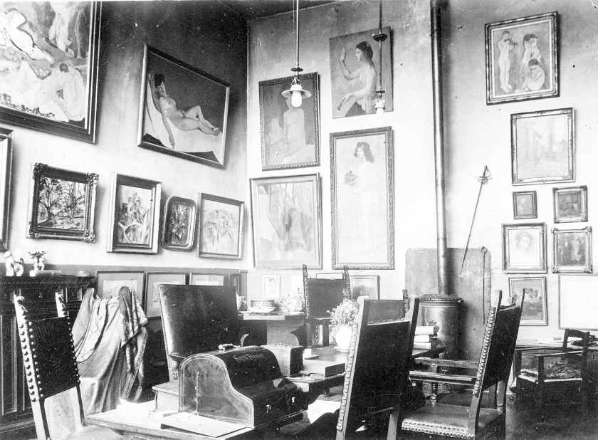 Curator's Lounge -