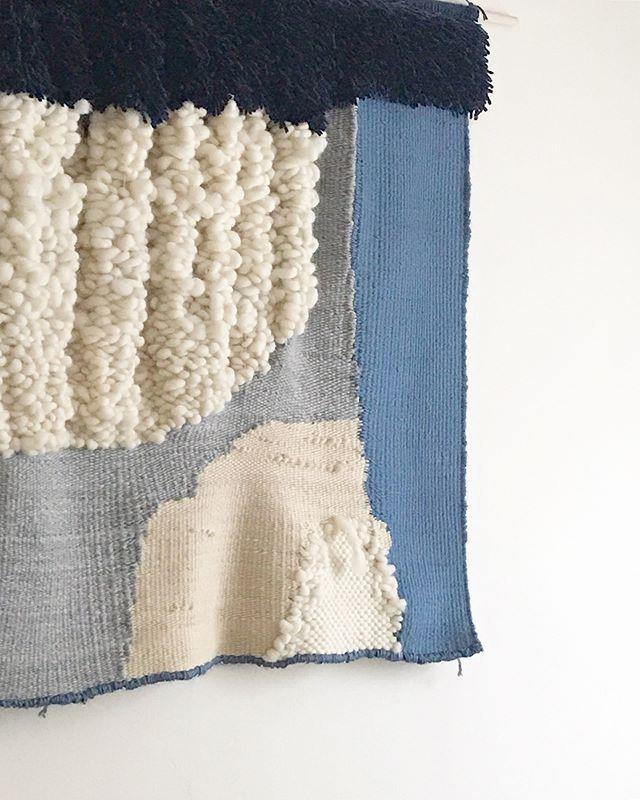 new home💙 #afternoonswimtextile . . #weaving #textileart #fiberart #texture #wallhanging #handwoven #homedecor #slowtextile #homeinterior #handmade #walltapestry #wallart #weavingloom #위빙 #타피스트리 #텍스타일 #텍스타일디자인