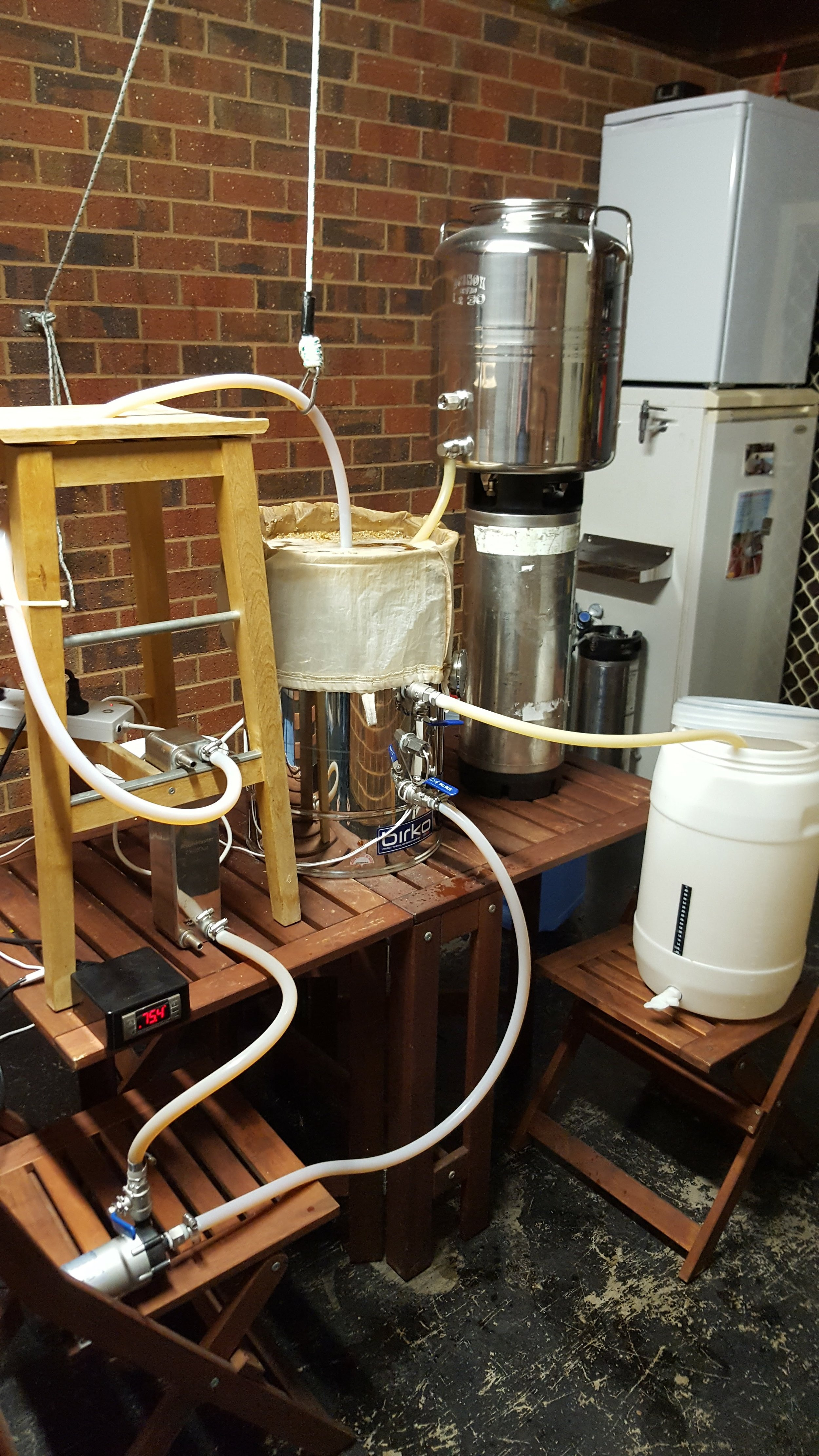 Sparging: adding water and extracting liquid