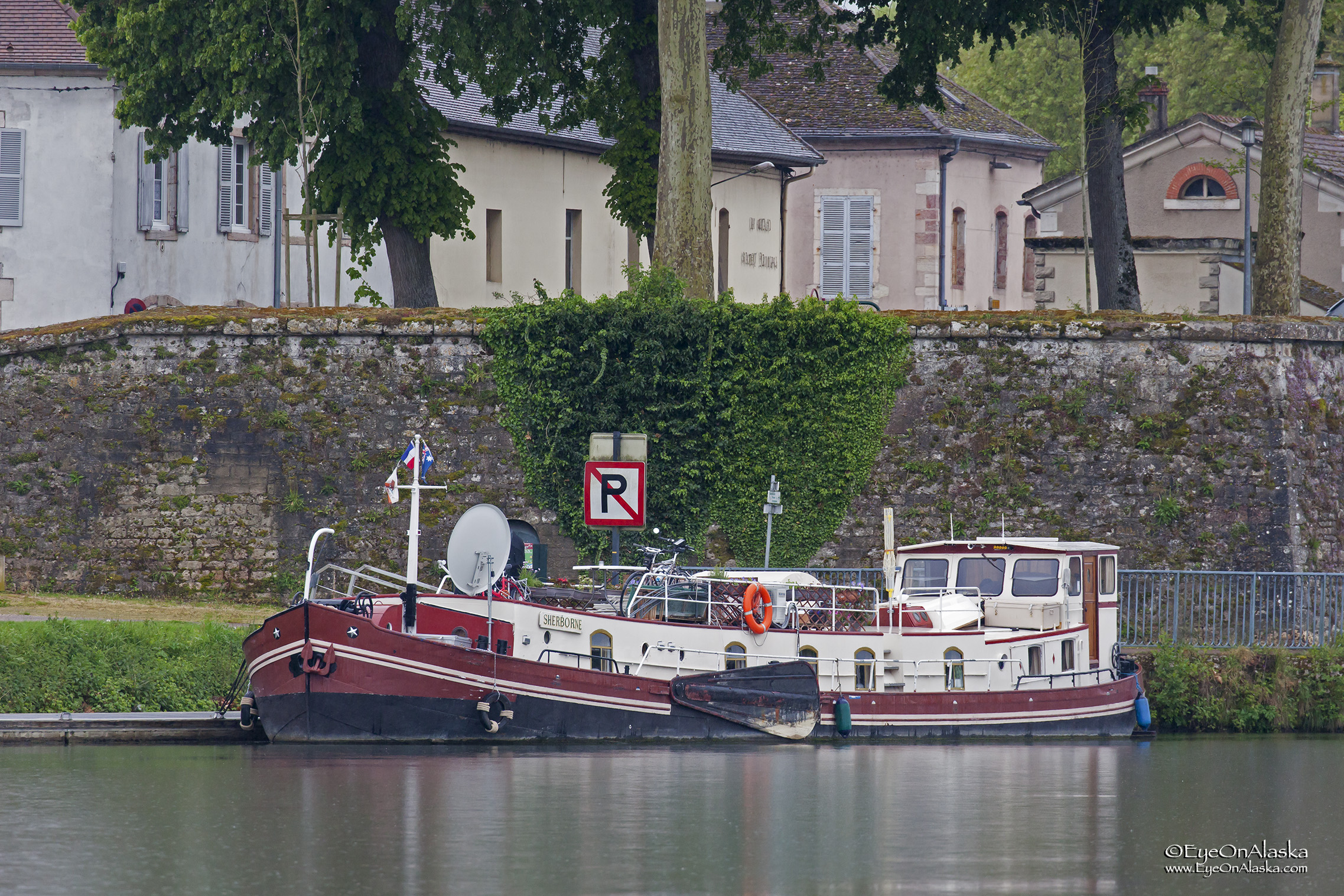 Cruising through the city of Auxonne. Lots of cool canal boats.