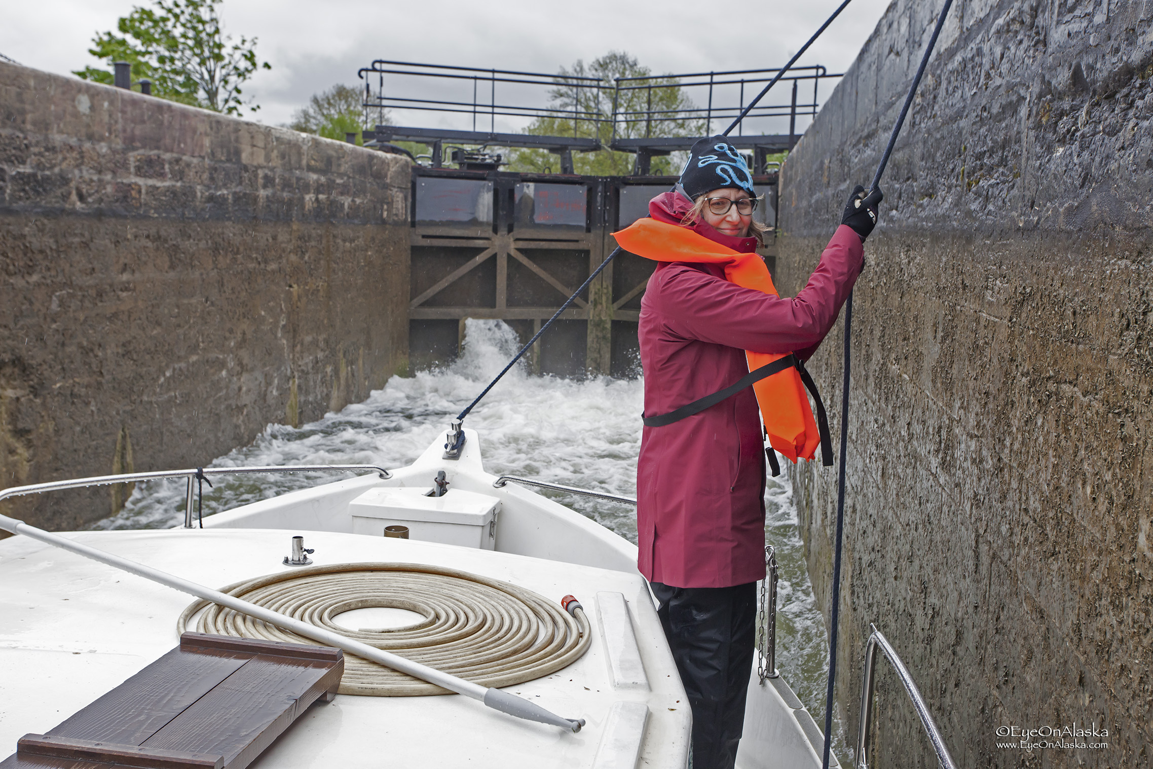 2.5 meter drop in this lock. Pretty impressive watching all that water move in and out.