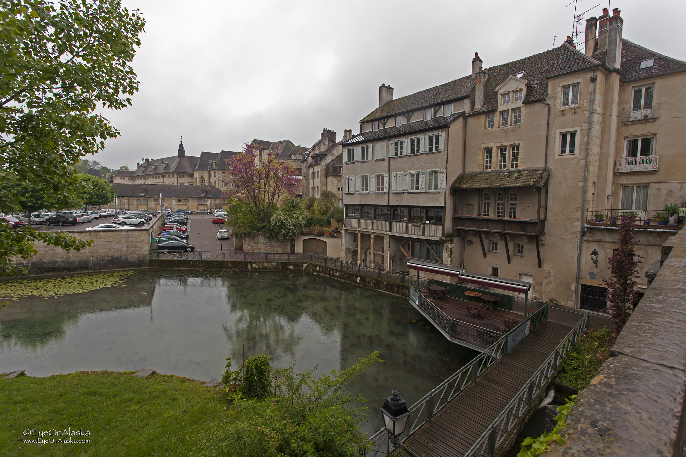 The Canal des Tanneurs through old Dole.