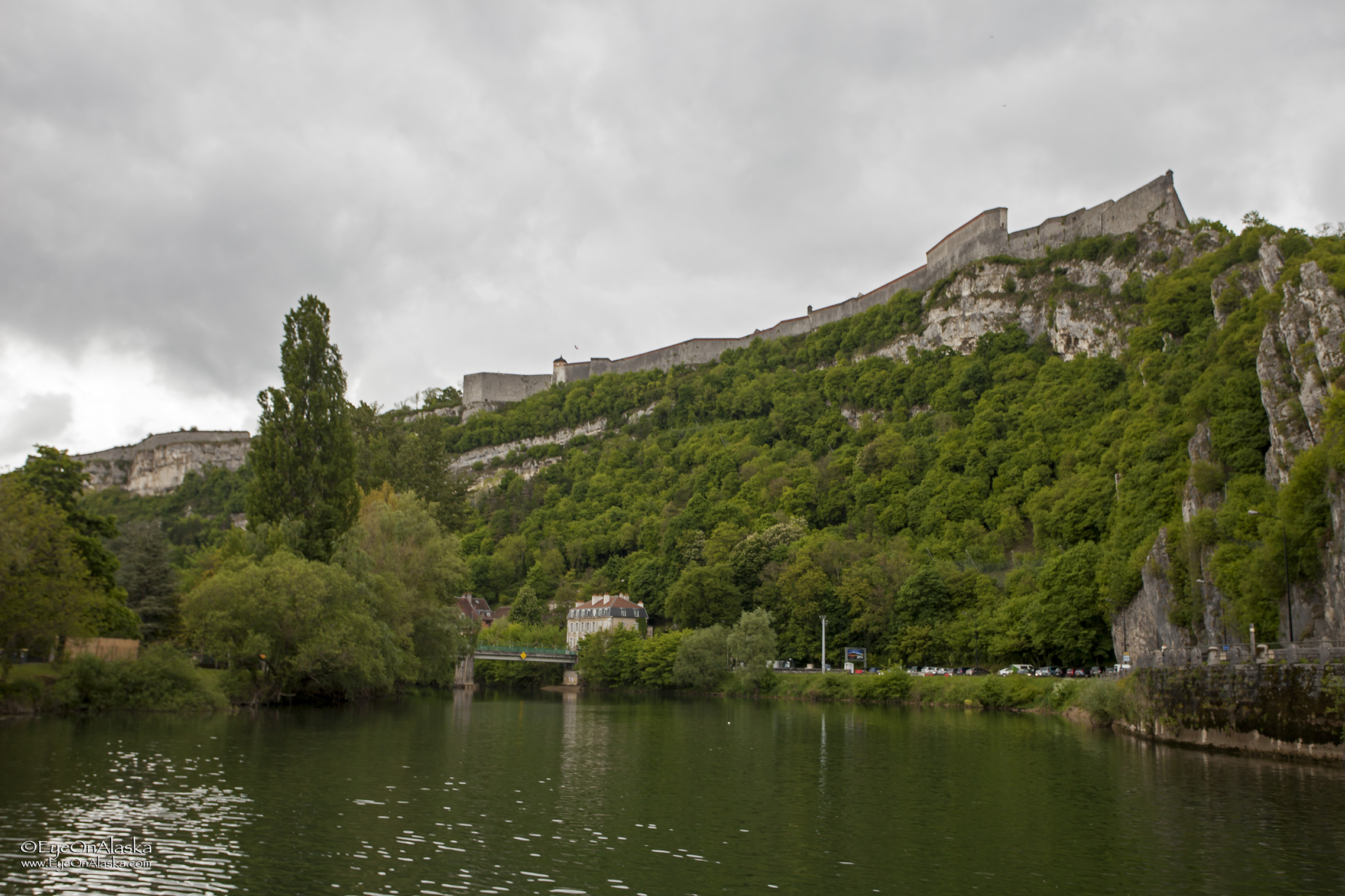 We come around a corner in the river and there's our first glimpse of the old Citadel walls high above Besançon.  It's huge!  We'll explore it tomorrow.