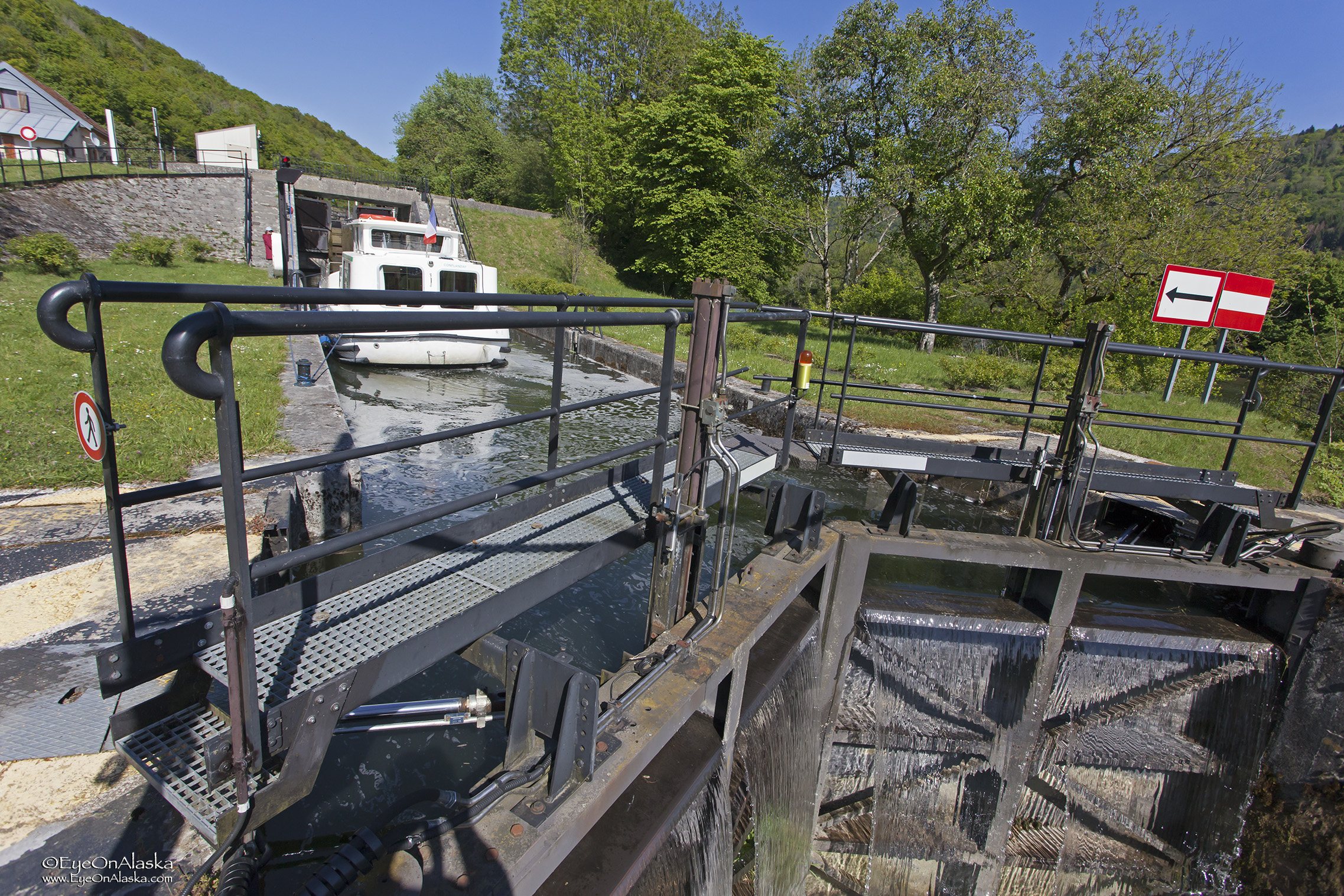 Our final lock of the trip, and it's a double! You go in the first gates, rise up, pull into the second section of lock, close gates behind you and rise up again. Almost 25 feet rise on this.