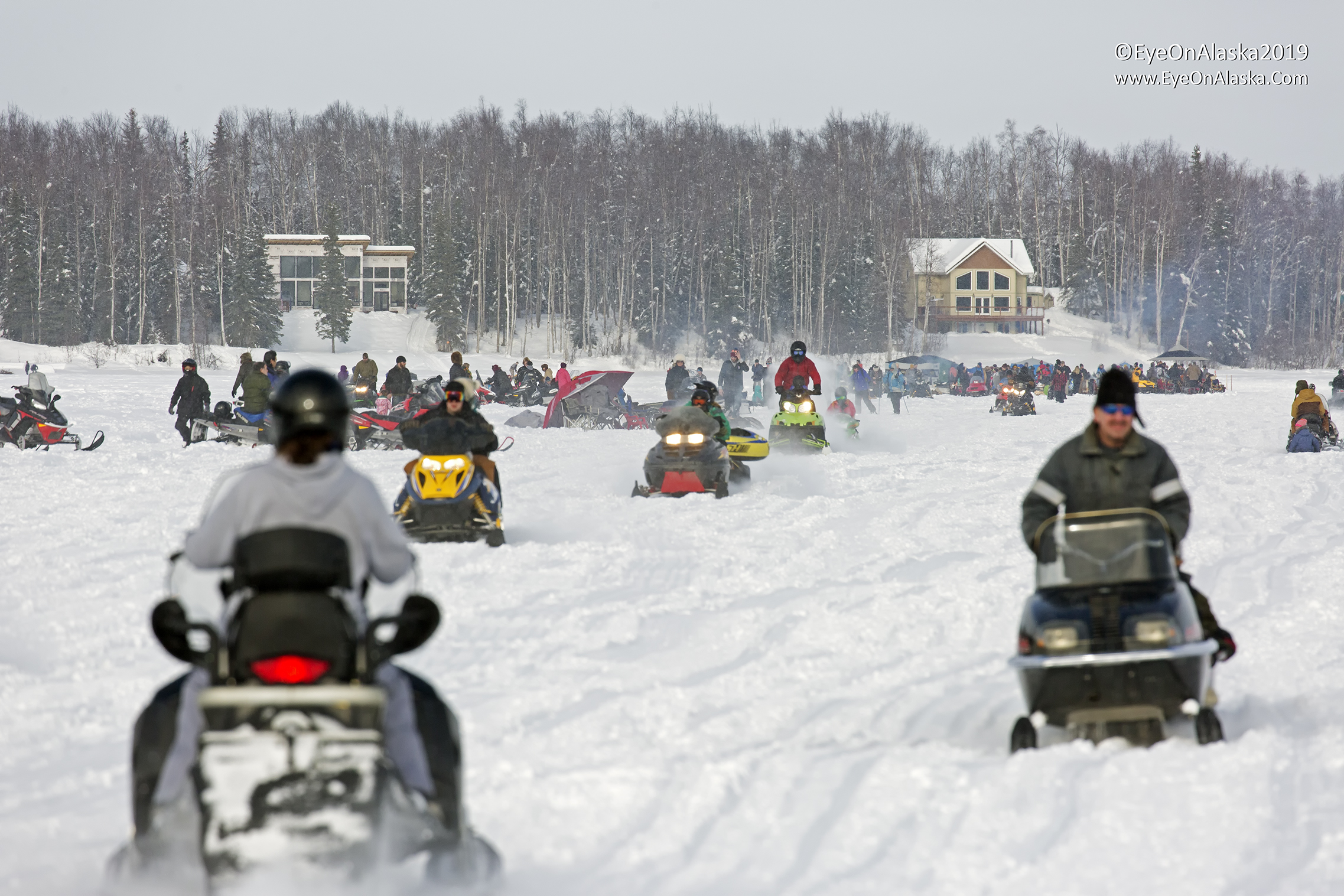 The crowds begin to form on Long Lake before the first Iditarod teams come through.  It's time to tailgate, Alaska style.