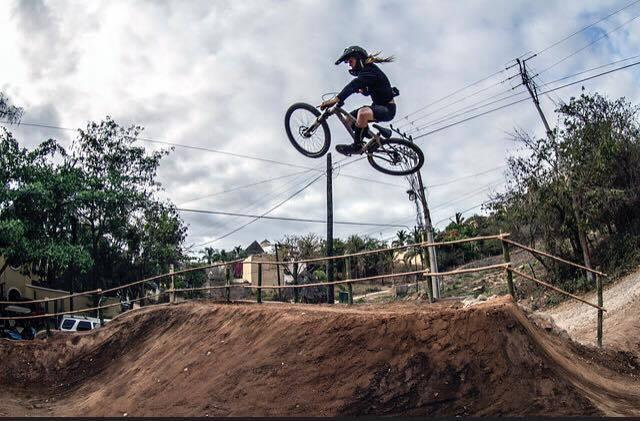 Clínicas con los pro bikers - Muy afortunados y agradecidos de haber contado con el apoyo de grandes en este deporte como él,(@willridebikes), Sangres (@elsangrex), Crhis Vandine, Christian (@christianfairclo), Adrien Loron (@adrienloron), Max Hat (@oldskullskateboard) y Liam Mason (@liammason_s4p),Bojan Magister, Alvaro (@alvinchilldown)