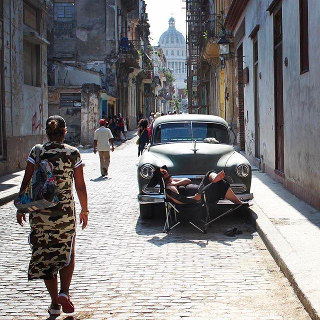 The street scene in Old Havana. #🇨🇺 #cuba #lahabana #lahabanavieja #streetscene #cityscape #citylife #travel #travelpics #travelgram