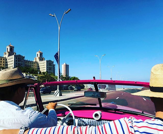 Sun✅ Sand✅ Hot pink convertible✅ All the essentials for the perfect day 🙌🏼☀️